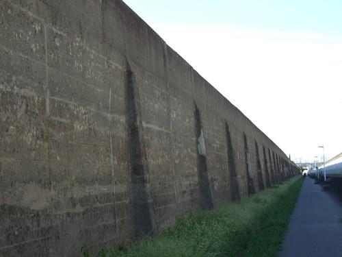 De jungle van Calais, waarom bouwen ze er geen muur omheen